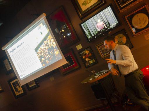 Briefing prasowy dla dziennikarzy w Hard Rock Cafe